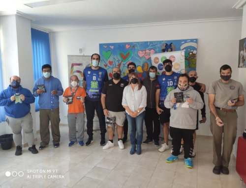 El Club Baloncesto UDEA Algeciras  entrega abonos a usuarios del Servicio de Deporte y Ocio APADIS